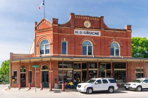 Hotels Near Gruene Hall, New Braunfels : Find, Compare and Book