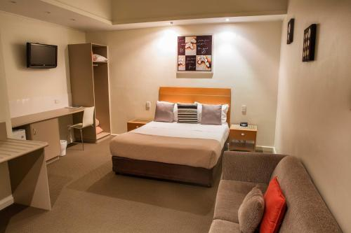 Burkes Royal Mail Hotel/Motel