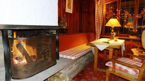 hotel restaurant aux trois roses la petite pierre france. Black Bedroom Furniture Sets. Home Design Ideas