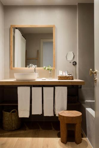 Habitación Doble con balcón - 1 o 2 camas Hotel Peralada Wine Spa & Golf 6