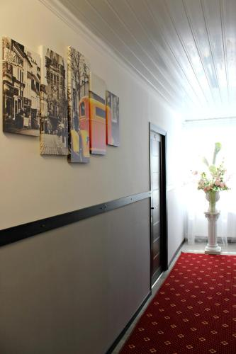 Queensize kamer met gedeelde badkamer (Queen Room with Shared Bathroom)