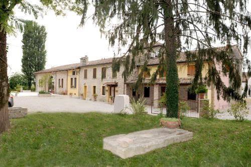 Отель Corte Pioppazza 0 звёзд Италия