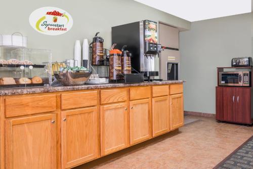 Super 8 Motel - Mankato -  star rating for travel with kids