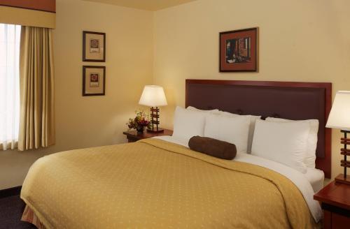 Larkspur Landing Folsom-An All-Suite Hotel