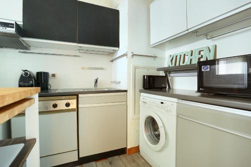 Apartment Montparnasse / Avenue du Maine