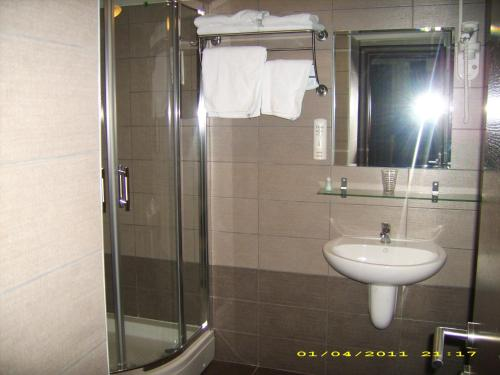 https://aff.bstatic.com/images/hotel/max500/783/7831779.jpg