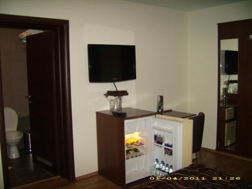 https://aff.bstatic.com/images/hotel/max500/783/7832003.jpg