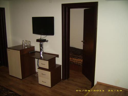 https://aff.bstatic.com/images/hotel/max500/783/7832091.jpg