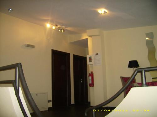 https://aff.bstatic.com/images/hotel/max500/783/7832342.jpg