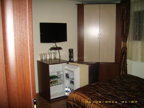 https://aff.bstatic.com/images/hotel/max500/783/7832461.jpg