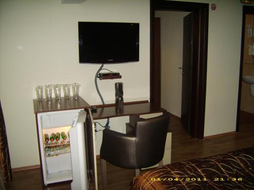 https://aff.bstatic.com/images/hotel/max500/783/7832479.jpg