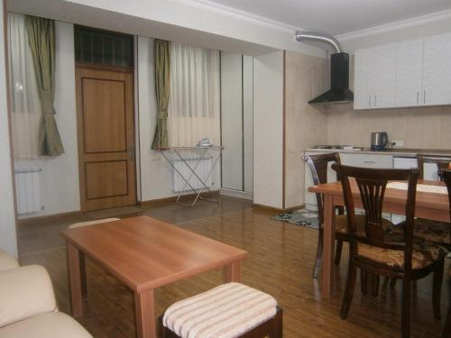 Апартаменты На Гетапня 74