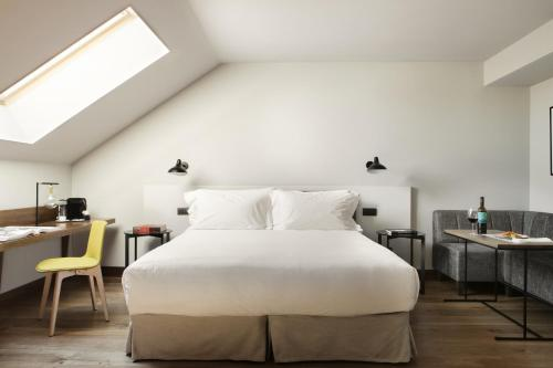 Superior Deluxe Double Room  TÓTEM Madrid, a Small Luxury Hotel of the World 3