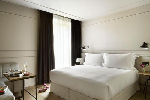 Deluxe Double Room TÓTEM Madrid, a Small Luxury Hotel of the World 3
