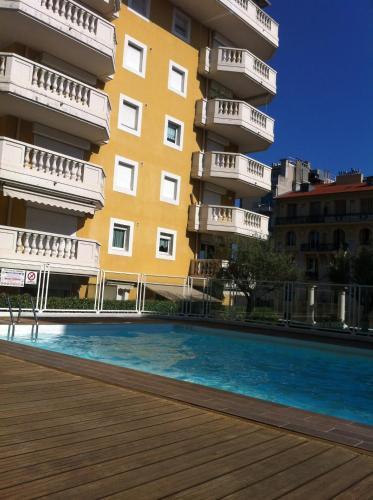 Appartement palais des d mes avec piscine r servez en - Hotel avec piscine nice ...