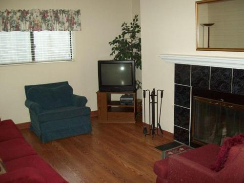 River Road Condo in the Heart of Gatlinburg (Unit 109)