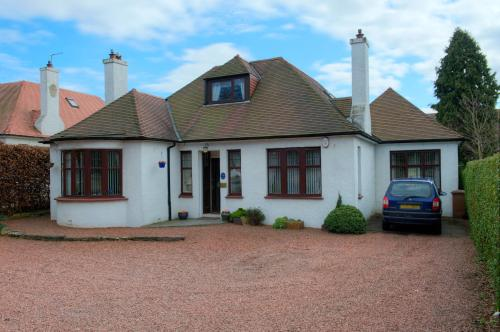 Photo of Acer Lodge Guest House Hotel Bed and Breakfast Accommodation in Edinburgh Edinburgh