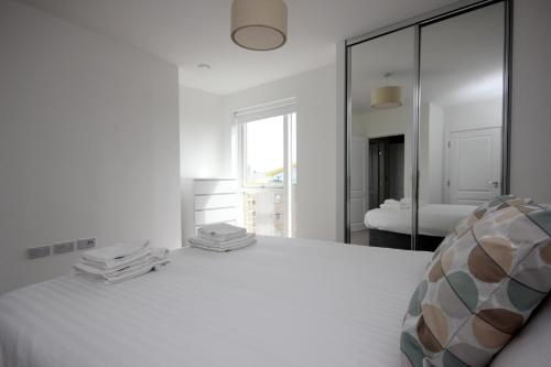 Luxury Limehouse Marina 1 Bed Apartment
