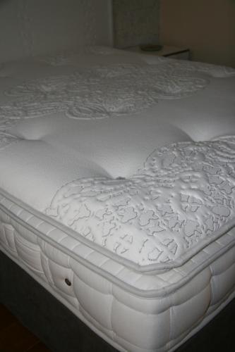les suites champenoises reims. Black Bedroom Furniture Sets. Home Design Ideas