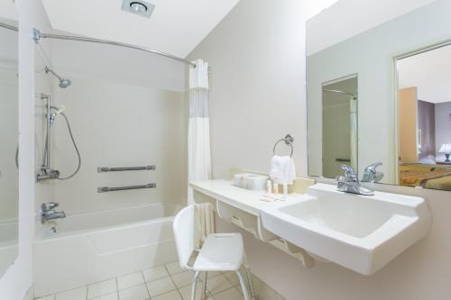 Days Inn & Suites - Lexington