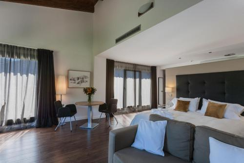 Luxury Suite with Spa Bath Bonansa Country Hotel 5