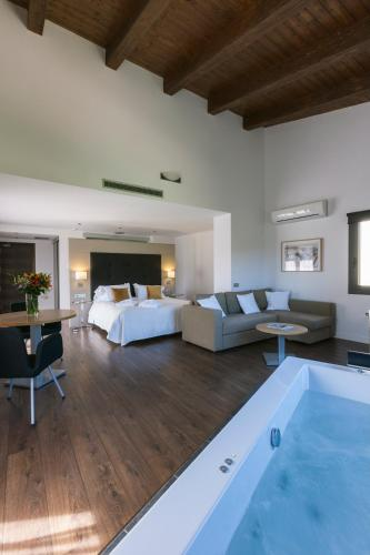 Luxury Suite with Spa Bath Bonansa Country Hotel 6
