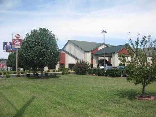 BEST WESTERN PLUS Springfield Airport Inn MO, 65802