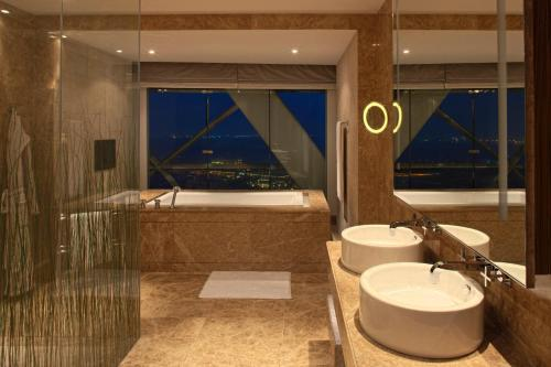 Hyatt Capital Gate Abu Dhabi photo 11