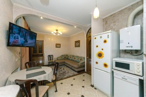 Two-Bedroom Apartment Klovskyi Spusk 14/24