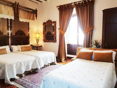 Habitación Doble con cama supletoria  Boutique Hotel Nueve Leyendas 5