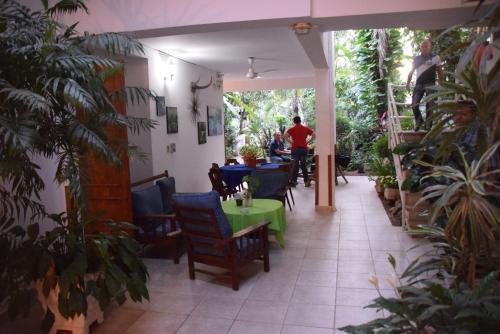 A hotel portal del sol asunci n paraguay for Hostal portal del sol