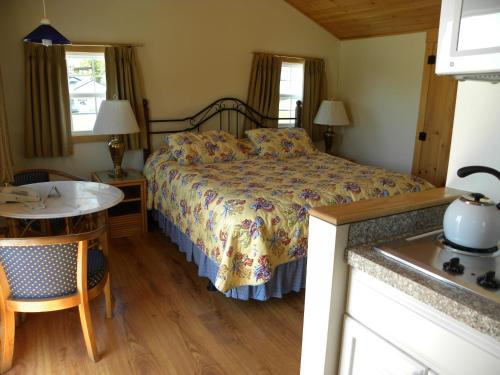 Superior King Cottage with Kitchenette and Sea View