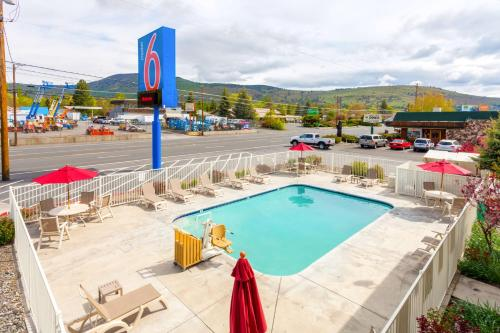 Motel 6 klamath falls klamath falls or united states overview for Klamath falls hotels with swimming pool