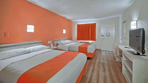 Habitació Doble amb Dos Llits Dobles - No fumadors (Double Room with Two Double Beds - Non-Smoking)