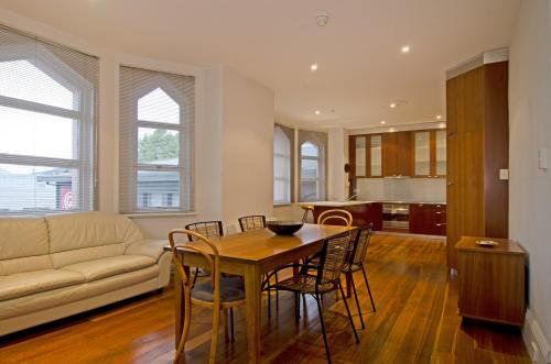Roxburgh House Apartments