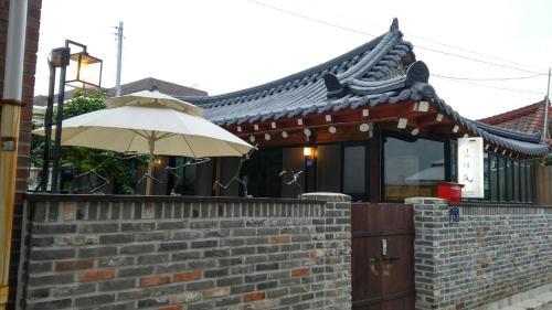 HotelShinsiwa Hanok Guesthouse 1 (Daein Market)