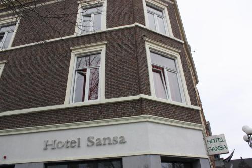 Hotel Sansa front view