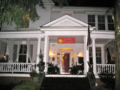 Inn Upon Moon River Plantation