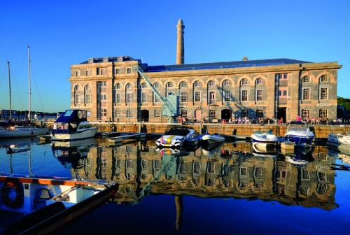 Stay at Luxury Royal William Yard Apartment - Mills Bakery