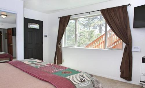 Four-Bedroom Holiday Home - Guestroom North Shore House 38538