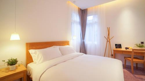 Kamar Double 203 dengan Pemandangan Halaman (203 Double Room with Courtyard View)