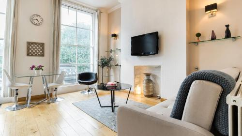 Stay at Lovely Notting Hill Apartment