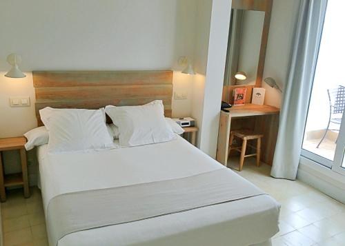 Double Room with Patio - single occupancy Hotel Boutique Elvira Plaza 1
