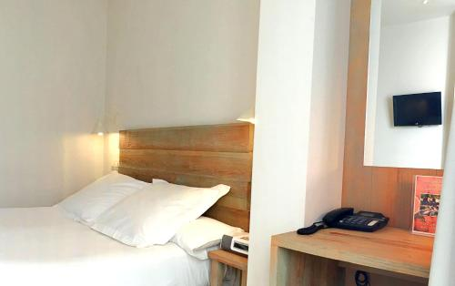 Double Room with Patio - single occupancy Hotel Boutique Elvira Plaza 5