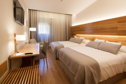 Superior Double Room with Free Parking Hotel Real Colegiata San Isidoro 6