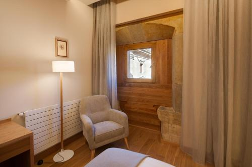 Superior Double Room with Free Parking Hotel Real Colegiata San Isidoro 8
