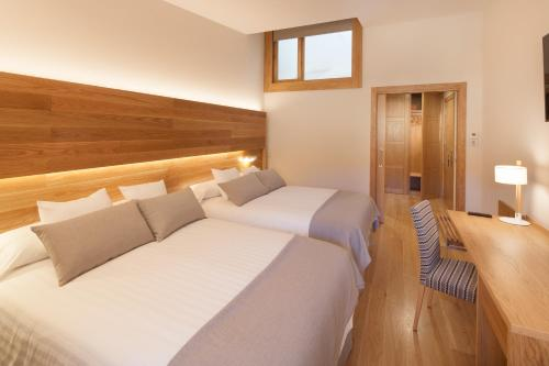 Superior Double Room with Free Parking Hotel Real Colegiata San Isidoro 9