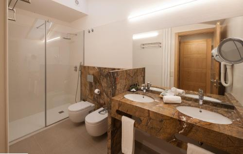 Superior Double Room with Free Parking Hotel Real Colegiata San Isidoro 13