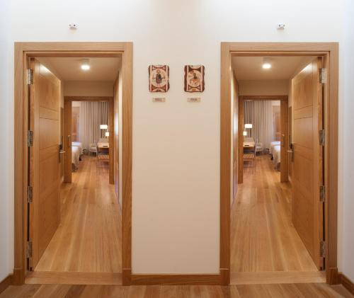 Superior Double Room with Free Parking Hotel Real Colegiata San Isidoro 15