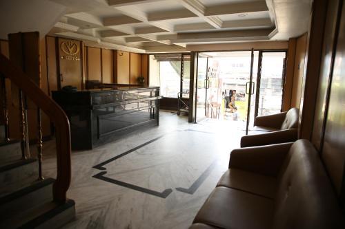 Hotel Valluvar